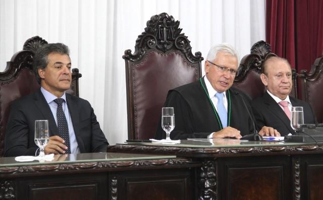 Presidente do TCE-PR, conselheiro Durval Amaral, e ...