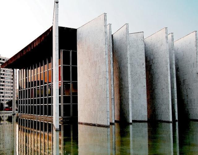 Vista do Edifício-Sede do TCE-PR, no bairro Centro ...