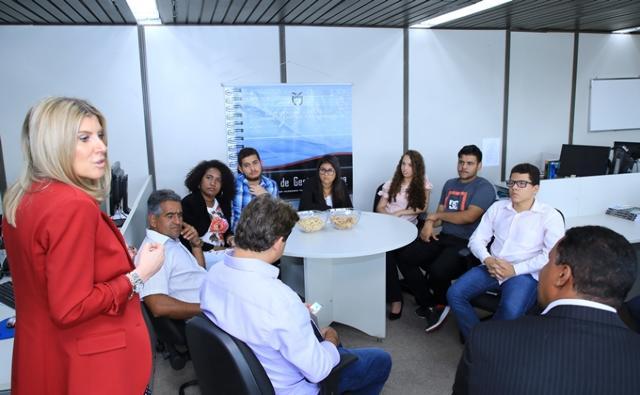 TCE-PR recebe estudantes que integram parlamento jovem da Câmara de Iguaraçu