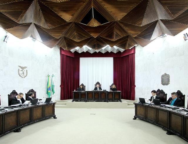 Sessão da Segunda Câmara do TCE-PR, presidida pelo ...