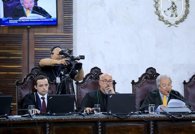 O conselheiro Nestor Baptista relata processo em s ...
