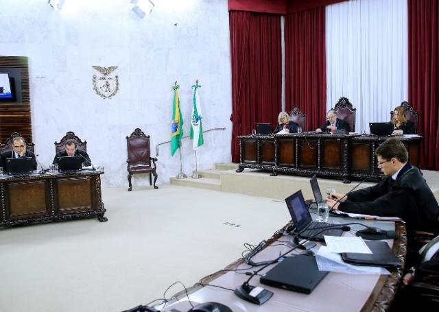 Sessão da Segunda Câmara do TCE-PR, presidida pelo conselheiro Artagão de Mattos Leão. Foto: Wagner Araújo/Divulgação TCE-PR