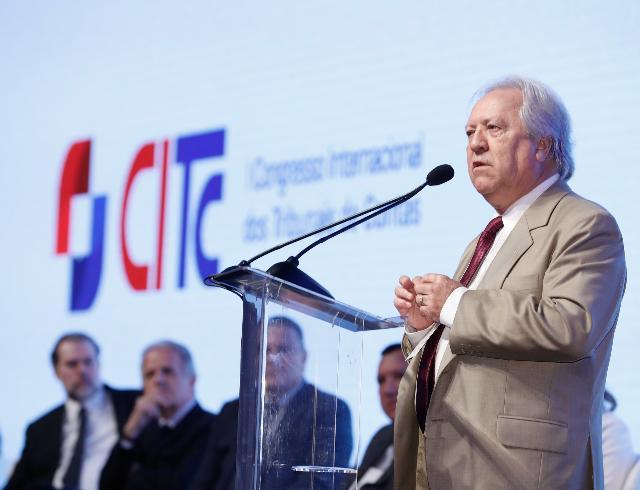 Em evento internacional, presidente destaca capacitação oferecida pelo TCE-PR