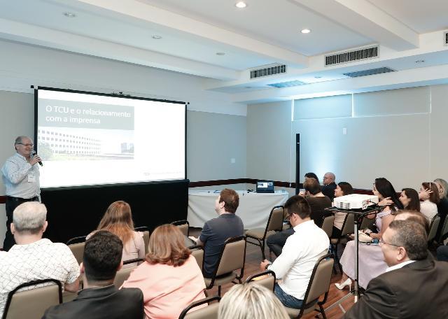 Em evento internacional, profissionais debatem desafios da comunicação dos TCs