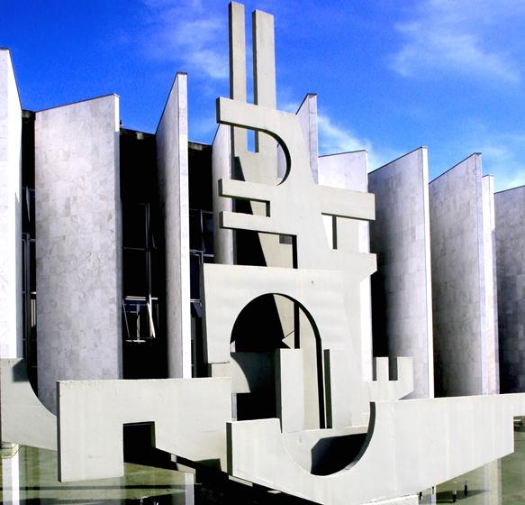Edifício-Sede do TCE-PR, no bairro Centro Cívico, ...