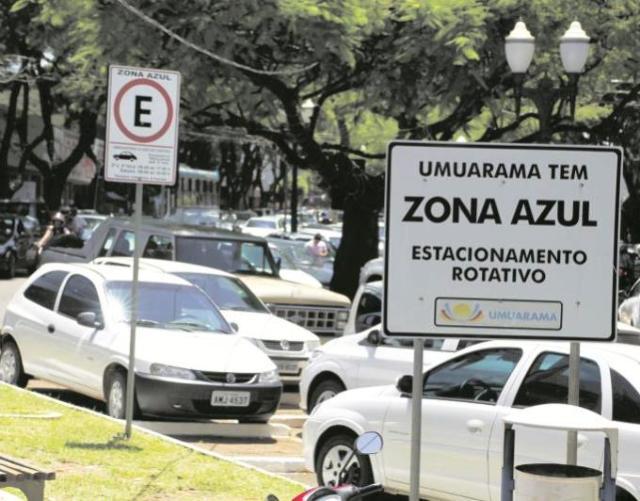 Estacionamento rotativo em rua central de Umuarama ...