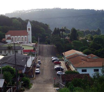 Vista da sede urbana de Porto Vitória, município d ...