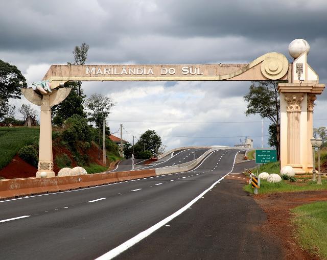 Portal de entrada do município paranaense de Maril ...