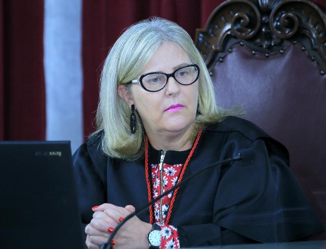 A procuradora Valéria Borba representa o Ministéri ...